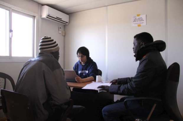 A UNHCR refugee status determination officer interviews a Sudanese man at the Sallum border crossing between Libya and Egypt. -(c) UNHCR/L.Dobbs